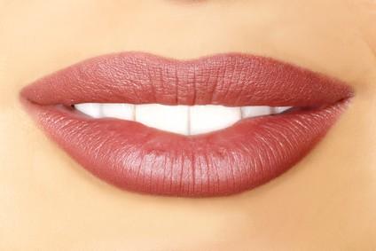 Lippenkontur mit Einschattierung